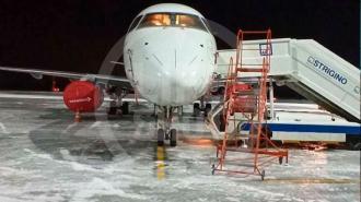 Самолет из Москвы экстренно сел в нижегородском аэропорту из-за трещин в лобовом стекле