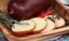 """Специалисты """"Росконтроля"""" не рекомендуют есть колбасный сыр"""