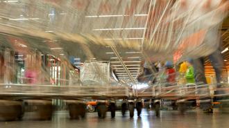 Рост цен на основные продукты в России обогнал инфляцию в три раза