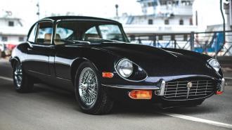 В Петербурге продают 50-летний Jaguar в идеальном состоянии