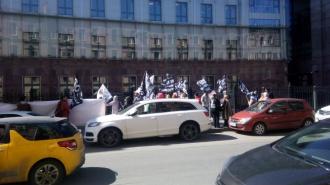 У нас отнимают квартиры: в Петербурге валютные ипотечники вышли на пикет