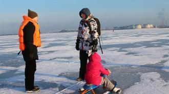 За выход на лёд в Петербурге оштрафовали 10 рыбаков