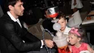 Юрий Жирков разрешил своим детям курить