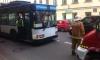 Пешеход-нарушитель пробил стекло троллейбуса на Гороховой