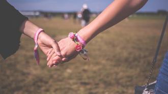 В Польше намерены запретить усыновление детей однополыми парами