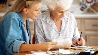 Одинокие пенсионеры Петербурга с 2015 года смогут подписать договор пожизненной ренты