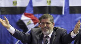 В Египте погибло еще 79 человек, Мурси продлили арест