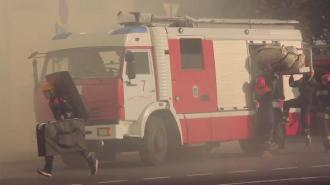 В Невском районе загорелось здание автосервиса