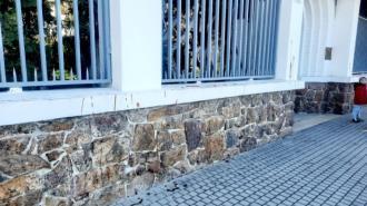 В Брно облили кетчупом стены генконсульства России