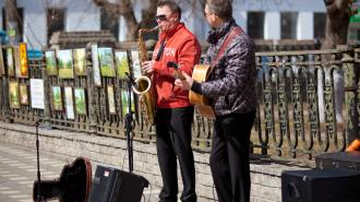В ЗакСе предложили брать налоги с уличных музыкантов