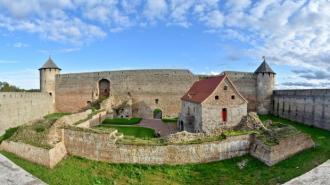 Археологи из Петербурга проведут раскопки культурного слоя 14-17 веков в крепости Ивангорода