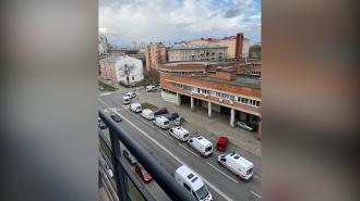 У Покровской больницы снова заметили очередь из скорых