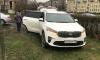 Петербуржцев возмутили припаркованные на газонах автомобили