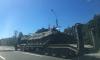 В Петербурге автолюбители засмотрелись на танк