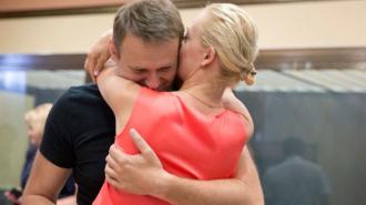 Навальный и Офицеров получили условный срок