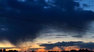 После града и метели в Петербурге алый закат