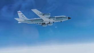 Истребитель МиГ-31 сопроводил стратегический самолет-разведчик США над Тихим океаном