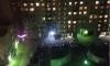В Приморском районе 13-летняя девочка сидела с подругой на перилах и сорвалась с 16 этажа