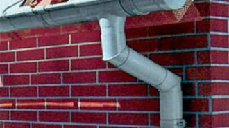 Разыскиваемый глухонемой сорвался с водосточной трубы в Сланцах
