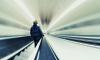 В петербургском метро рассказали, почему поручень эскалатора движется быстрее ступенек