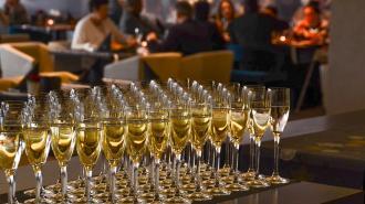 Власти Петербурга пересмотрят ограничения для кафе в случае улучшения ситуации с коронавирусом