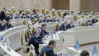 ЗакС Петербурга почтил минутой молчания память погибших в Казани