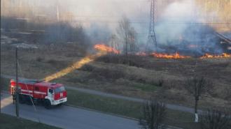 Из-за детских шалостей в Кировске произошел пожар около жилого дома