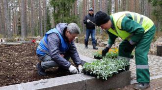 Ильдар Гилязов вышел на уборку воинского захоронения