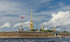Фасад Петропавловской крепости впервые очищают от загрязнений