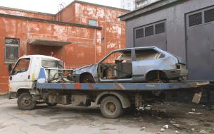 В Приморском районе не утихает борьба с автохламом