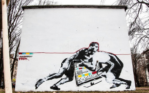 """Безумие """"черной пятницы"""" стало темой для стрит-арта в Петербурге"""