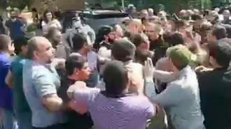 Охрана Пашиняна подралась с протестующими