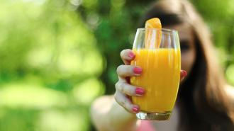 Диетолог призвал отказаться от употребления соков натощак