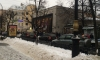 """Люди толпятся у входа на закрытую станцию метро """"Чернышевская"""""""