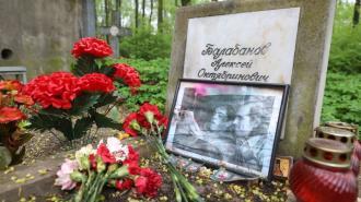 На могиле кинорежиссёра Алексея Балабанова появится мемориал