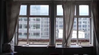 Петербурженка обнаружила на балконе повешенного на веревке 15-летнего брата