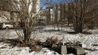 В устье реки Смоленки нашли обломки семейного надгробия XIX века