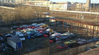 На юге города обнаружили заброшенную парковку с Lamborghini и Rolls-Royce