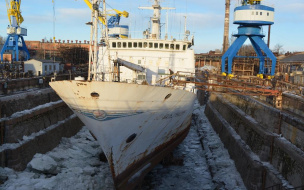 "В Кронштадте горит судно ""Ромуальд Муклевич"": на корабле..."