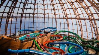 """В аквапарке в """"Питерлэнде"""" образовалась гигантская очередь"""