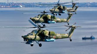 Над Дворцовой пролетели транспортные вертолеты, самолеты и истребители