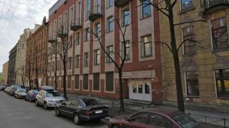 Родители петербургских школьников выстроились в очередь за справками в детские лагеря
