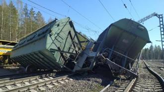 Из-за схода 14 вагонов с рельсов поезда из Мурманска прибудут с задержкой в Петербург