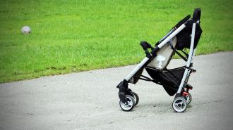 Nissan сбил коляску с младенцем на проспекте Художников: малыш получил травмы