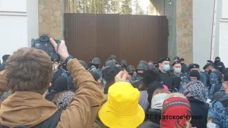 Вокруг Среднеуральского монастыря выставили оцепление
