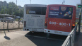 Автобус и маршрутка притерлись друг к другу на улице ...