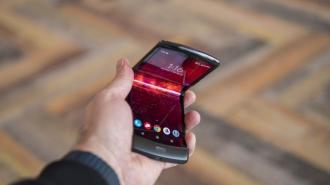 В Сети опубликовали фото складного смартфона Motorola Razr 2
