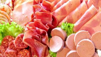 Специалисты проверили качество вареной колбасы в магазинах Петербурга
