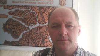 """Суд Петербурга прекратил дело в отношении депутата, которого вынесли на руках из ИКМО """"Озеро Долгое"""""""