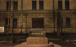 В Петербурге появляются памятники Никому. Коммунальщики – против
